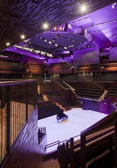 Koko kansan uuden Musiikkitalon konserttitarjontaan voi tutustua lähes viikottain suorien lähetysten kautta. Kuva: Musiikkitalo/Arno Chapelle.
