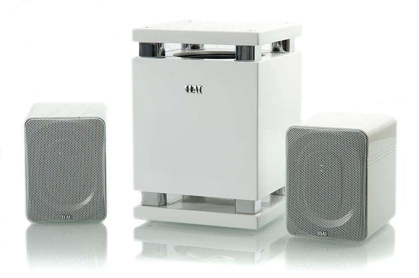 MicroMAGIC-subbarissa on vahvistimet myös pääkaiuttimille ja Bluetooth-vastaanotin.