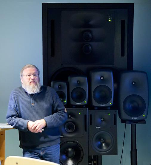 Genelecin perustaja Ilpo Martikainen kertoi rautaisannoksen yrityksen historiasta.