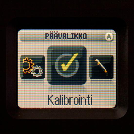 Kalibroinnin tekeminen on hyvin helppoa, muutama napin painallus ja sitten hetken kärsivällinen odotus.