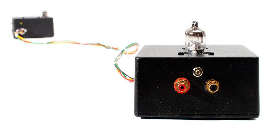 Puolen metrin naru RIAA:n ja virtalähteen välissä auttaa näillä signaalitasoilla kummasti hurinattomuuteen.