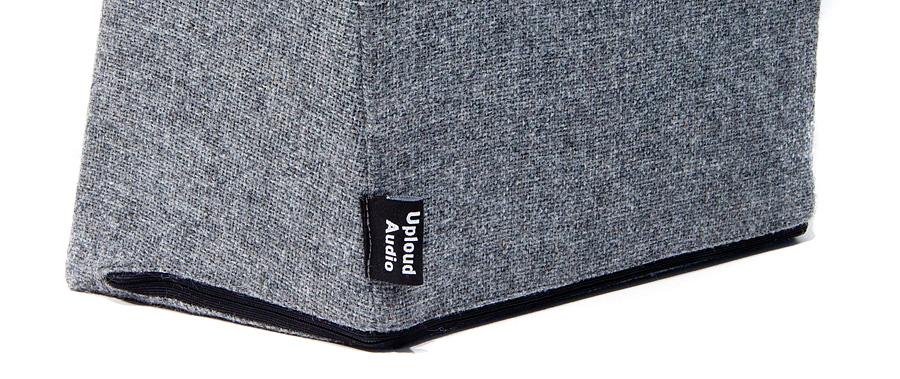 Speakerwear-asuste istuu napakasti ja voidaan haluttaessa vaihtaa eri väriseen parilla vetoketjun nykäisyllä.